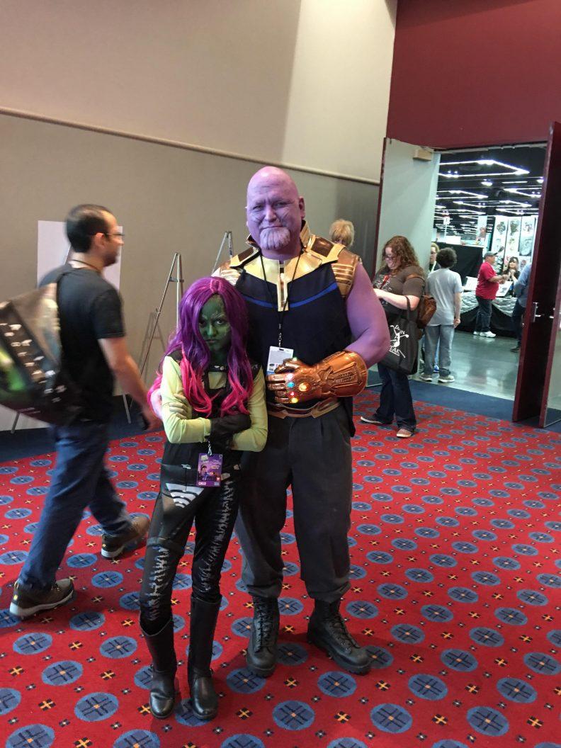 Père et fille en cosplay Thanos et Gamora