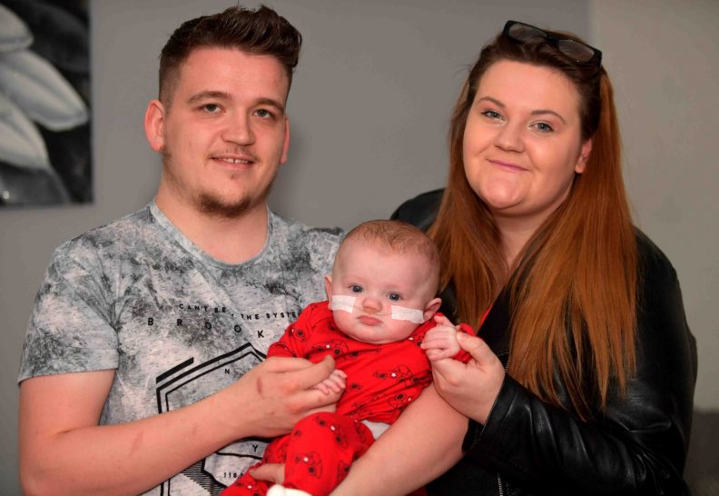 Photo de la famille Willis : Luke le père, Cara la mère et River le nouveau-né