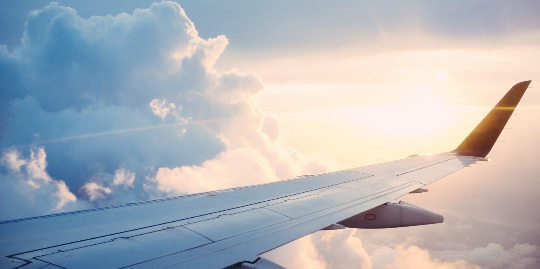 Urgence en vol : une maman oublie son bébé à l'aéroport, l'avion fait demi-tour