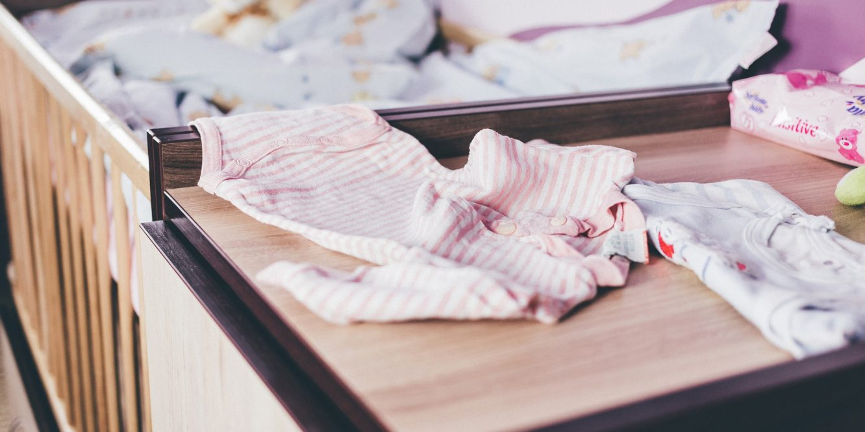 Vêtements bébé : une étude scientifique révèle la présence de bisphénol A et des parabens